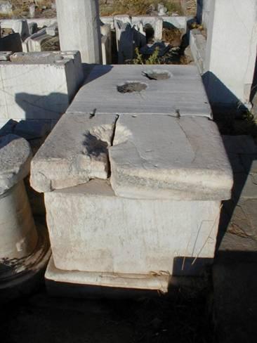 Basis der Reiterstatue des Epigenes,  General des Attalos I., aufgestellt am dromos von Delos