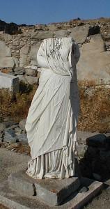 Statue de l'Athénienne Diodora, provenant du Sarapeion C de Délos.